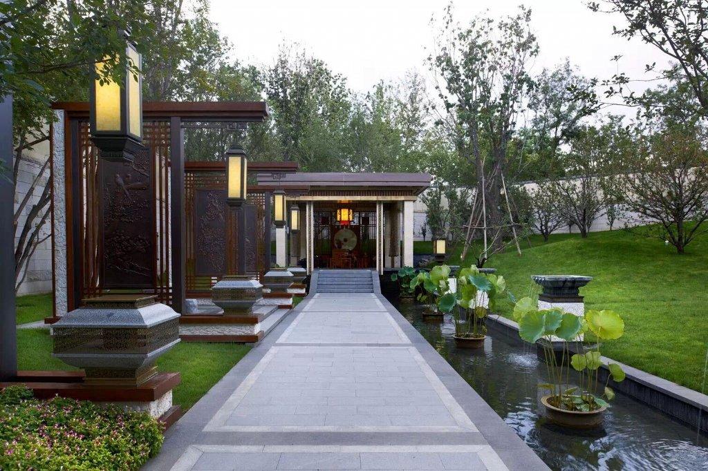 中国古典园林景观以深邃含蓄,曲折多变而闻名于世,究其原因不外乎